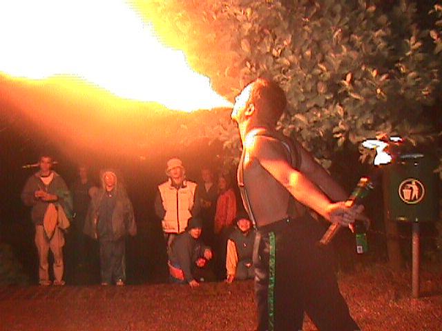Lars spyr ild